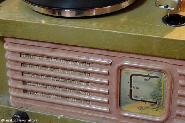 """Радиола  """"Рекорд-60 """" ."""